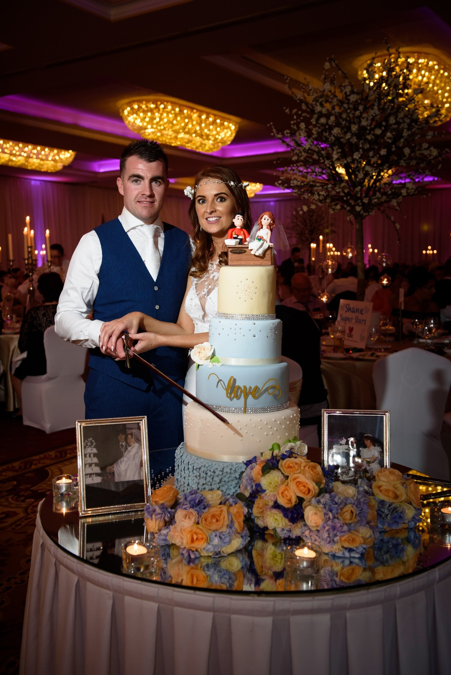 Cannaboe pamela and shanes wedding cake at kilronan castle