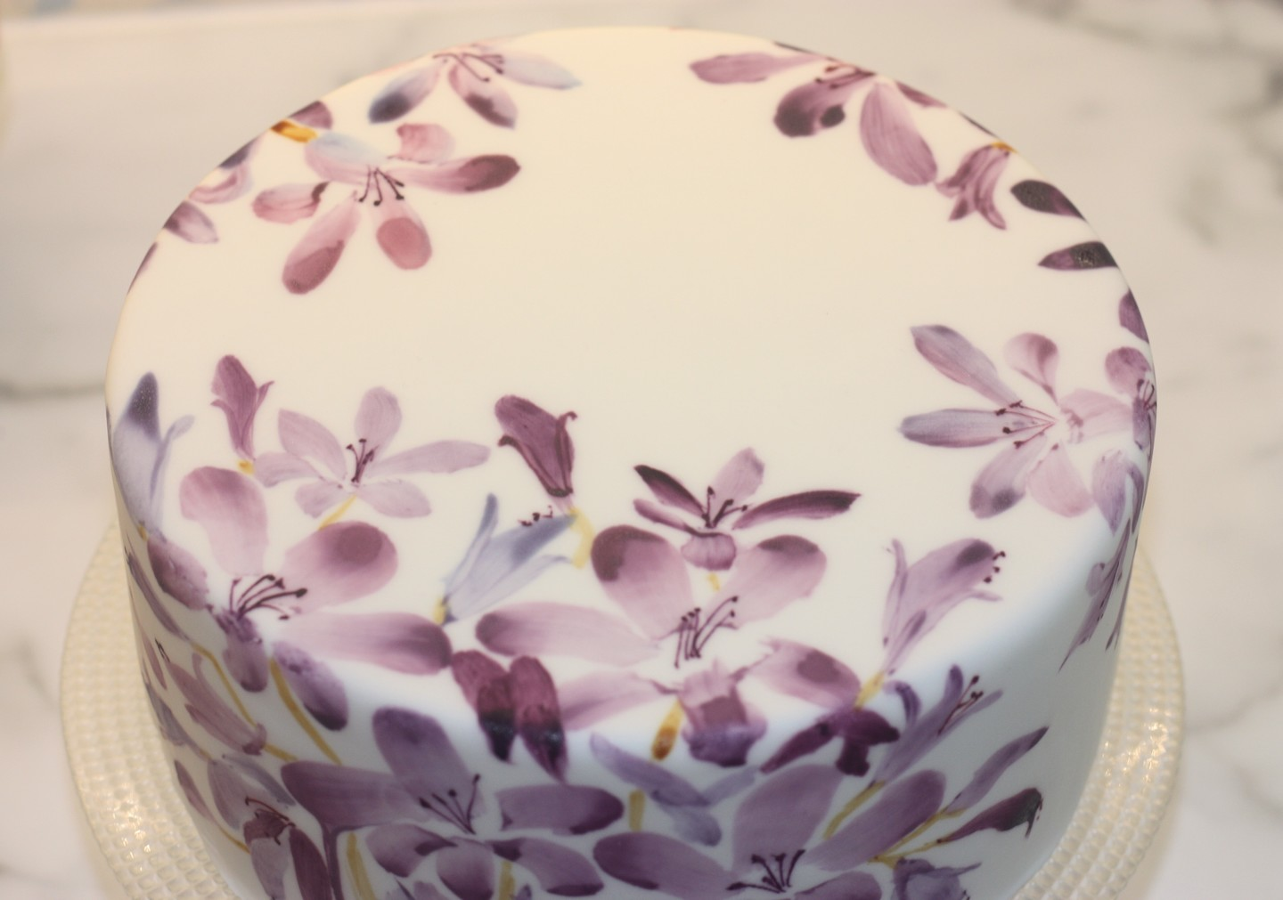 Handpainted lilys by crown your cake %281%29
