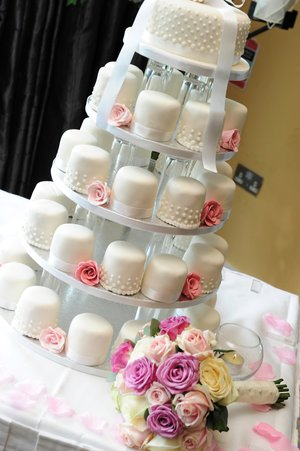 Cannaboe mini wedding cake tower