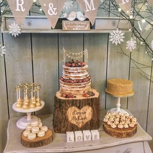 Christmas Wedding Cake Table