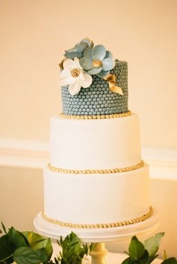 Castle durrow wedding cake wedding cakes dublin pearl and flowers wedding cake jade wedding cake