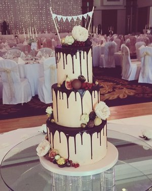buttercream chocolate drip cake wedding cake
