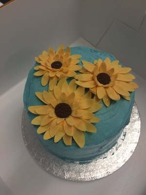 'Cake in the beach' cocktail cakes with fondant sunflowers