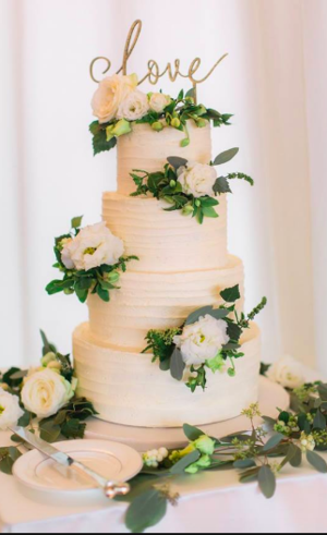 Rustic Buttercream Beauty. Image by Magda Lukas Photography