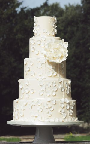 Calla Couture Wedding Cake. Image by Portraits By Patrick