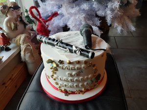 All edible even the microphone and flute 😊