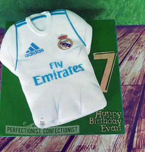 Real madrid jersey cake  jersey  cake  kit  birthday  novelty  celebration  no 7  dublin  swords  malahide  kinsealy  football jersey cake  %282%29