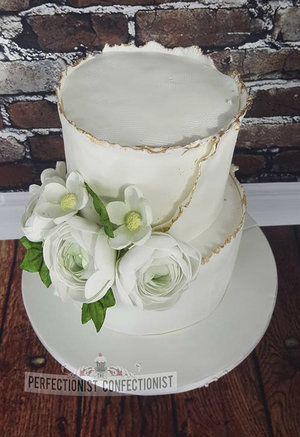 Wedding cake  white  flowers  linen ranucculas  grand hotel malahide  gold  elegant  beautiful   %284%29