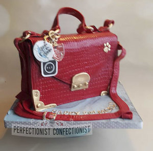 Handbag  birthday  cake  pennys handbag  birthday cake  21st cake  dublin  swords  malahide  kinsealy  portmarnock  novelty cake  bespoke  celebration %289%29