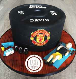 Gym and Man United theme cake