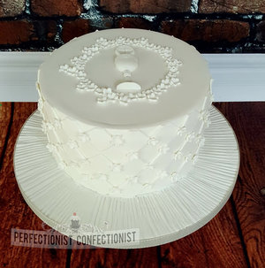 White  communion  cake  holy  religious  vanilla  dublin  swords  malahide  kinsealy  fingal  chalice   %283%29