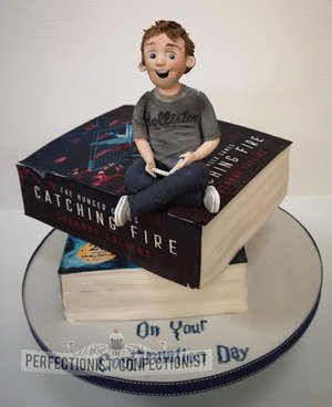 Books  confrimation  cake  hunger games  harry potter  dublin  swords  malahide  kinsealy  red velvet  %281%29
