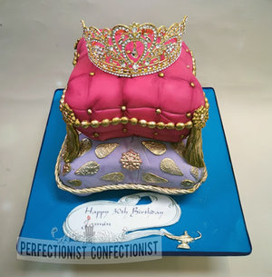 Cushion  cake  aladdin  birthday  30th  artane  dublin  swords  malahide  kisnealy  cake maker  crown  bling  princess  jasmin %286%29