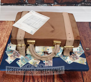 Suitcase  cake  cakemaker  maker  money  euro  mechanic  invoice  chocolate fudge  dublin  swords  malahide   %283%29