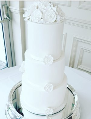 Remember everyone sees the back of your Wedding Cake aswell