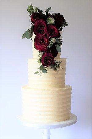Winter Combed Buttercream with Red Roses